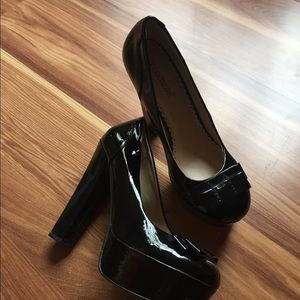 Shoedazzle patent black heels [205]